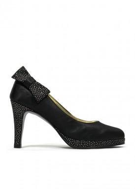Zapato salón plataforma negro con detalle de lazada. Ana Román