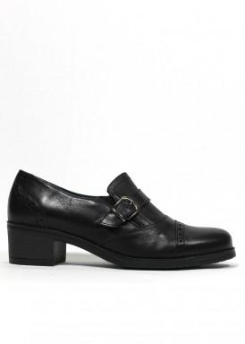 Zapato copete de piel color negro. Tacón 3,5