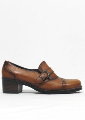 Zapato copete de piel color cuero . Tacón 3,5