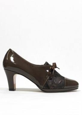 Zapato ancho especial, de atar con lazada, charol y piel grabada. Verde oliva. PASTHER