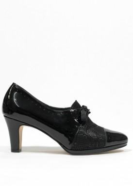 Zapato ancho especial, de atar con lazada, charol y piel grabada. Negro.  PASTHER