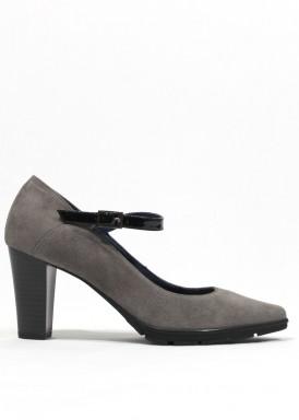 Zapato de vestir de ante con pulsera de charol. Gris. PASTHER