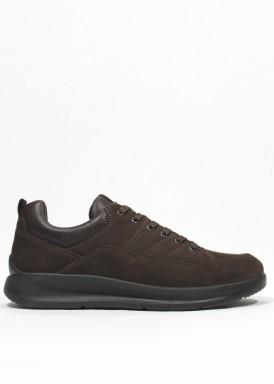 Zapato de invierno estilo deportivo de nobuck. Marrón. BOLA 22