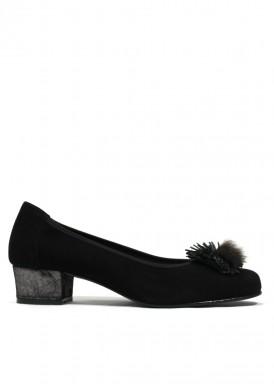 Zapato salón de ante, con adorno pompón plumas. Color Negro. ROLDÁN
