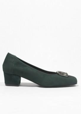 Zapato salón  de ante verde botella, con adorno  pelo blanco y negro. ROLDÁN