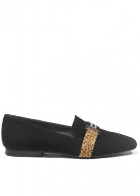 Zapato copete de ante negro con adorno cadena. Ragazza de ROLDÁN.